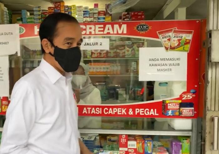 Sidak ke Apotik, Jokowi Tanya Stok Vitamin dan Obat Covid-19