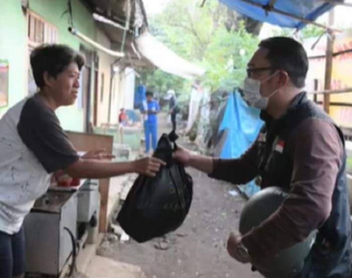 Kang Emil Kerahkan ASN Salurkan Bansos ke Lapangan