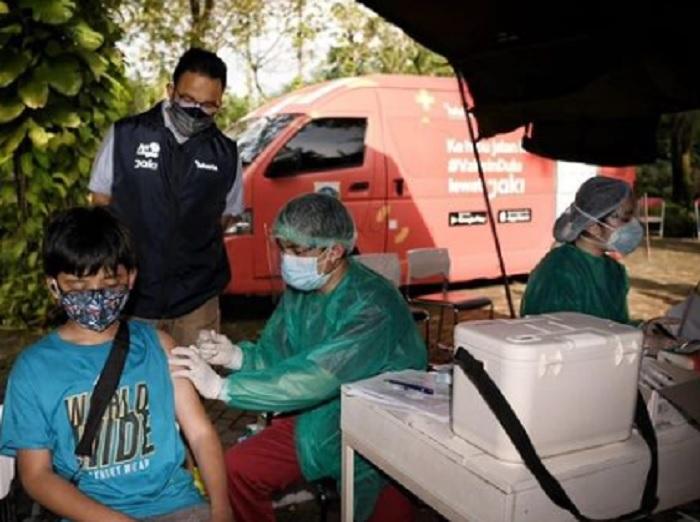 Mobil Vaksin Keliling Beroperasi, Anies: Cukup Daftar di Aplikasi