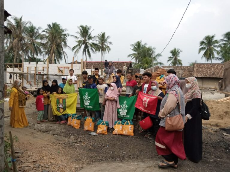PWNA Banten Salurkan Donasi Korban Kebakaran di Nyalindung Pandeglang