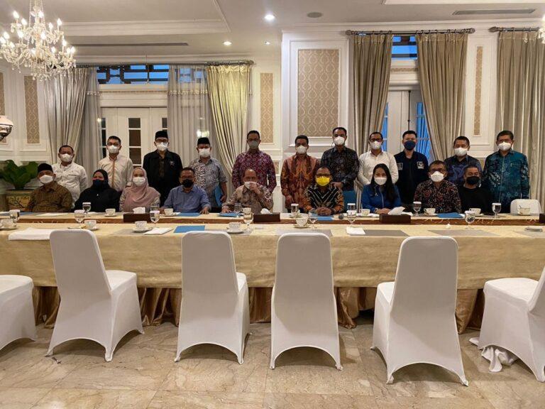 Lawan PDIP dan PSI, Anies Ajak 7 Fraksi Makan Malam