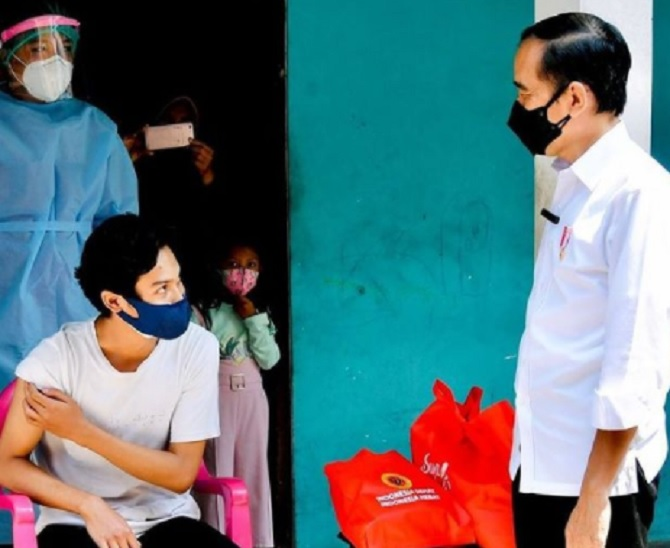 Jika Pelajar Sudah Divaksin, Jokowi Izinkan Sekolah Tatap Muka