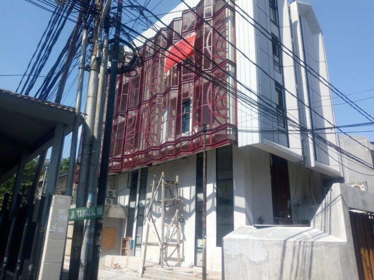Warga Protes Penyegelan Bangunan Bermasalah di Jalan Tawakal Jakbar