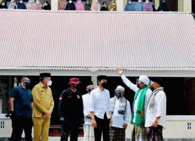 Jokowi Bangga Pesantren Masif Sukseskan Vaksinasi