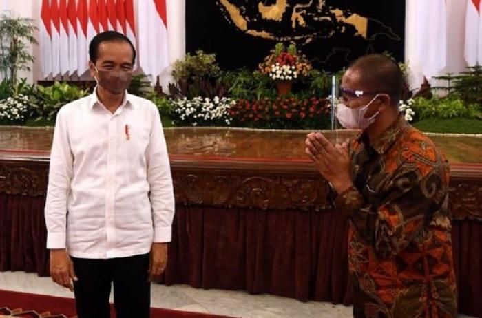 Jokowi Tampung Keluhan Peternak Ayam Petelur di Istana