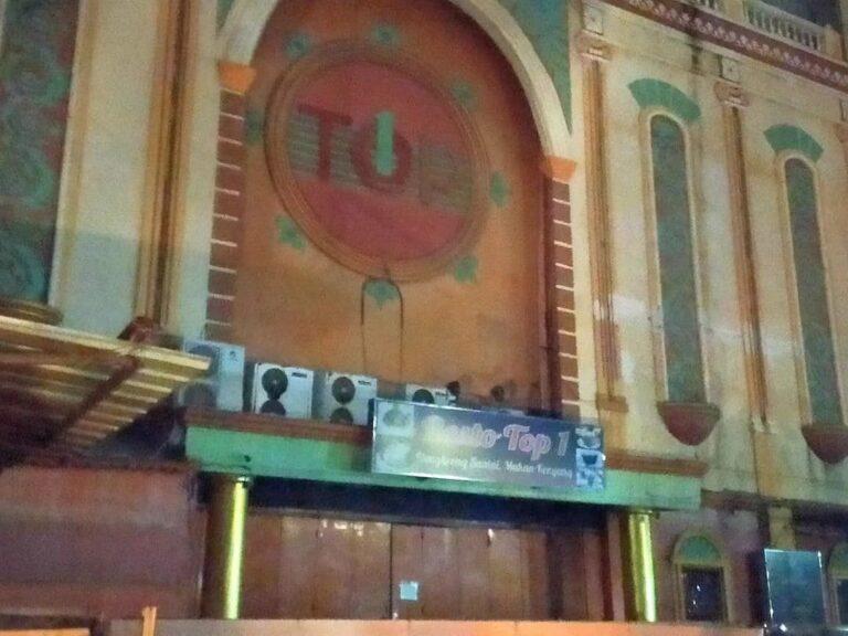 Langgar PPKM, Satpol PP DKI Tindak Tiga Kafe di Jakbar