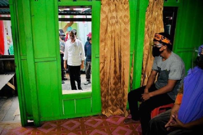 Pakai Cara Door to Door, Jokowi Targetkan Vaksinasi 70 Persen